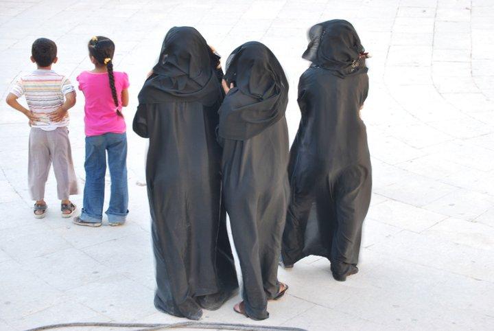 Randevú elválasztott muszlim ember